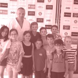 Dimitri Peters mit Anvi, Laura, Kiara, Walter, Timm, Patryk, Paul, Philip, Leon und Rika